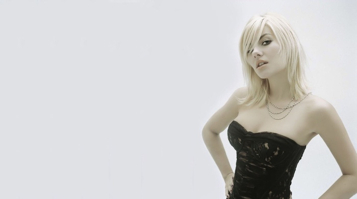 Elisha Cuthbert, blonde, open mouth, necklace