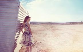 девушка, песок, фотография