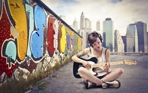 граффити, девушка, гитара, брюнетка